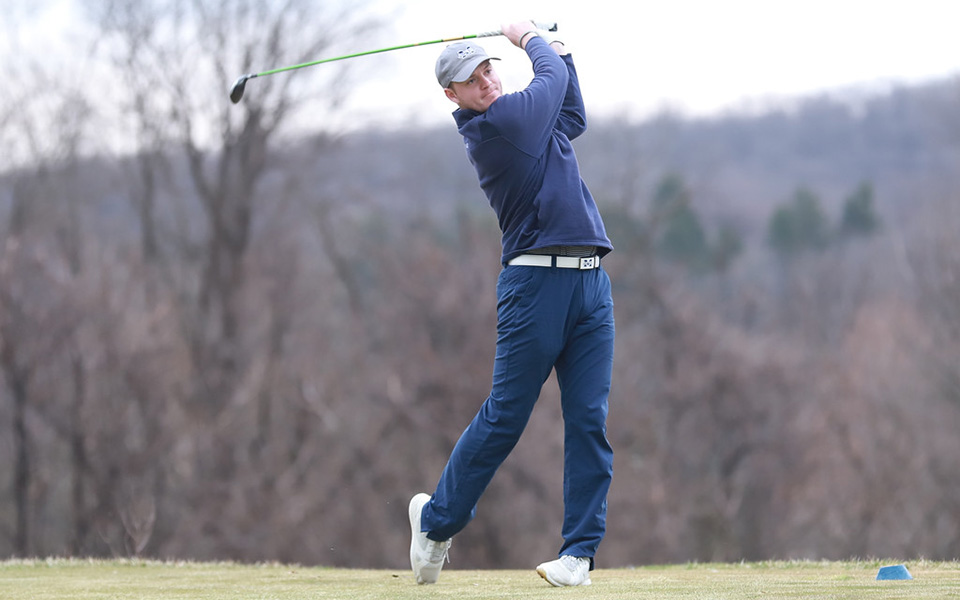 Senior Joe Rochelle tees off during the Alvernia University Invitational at the LedgeRock Golf Club in April 2019. Photo courtesy of Alvernia Athletic Communications.