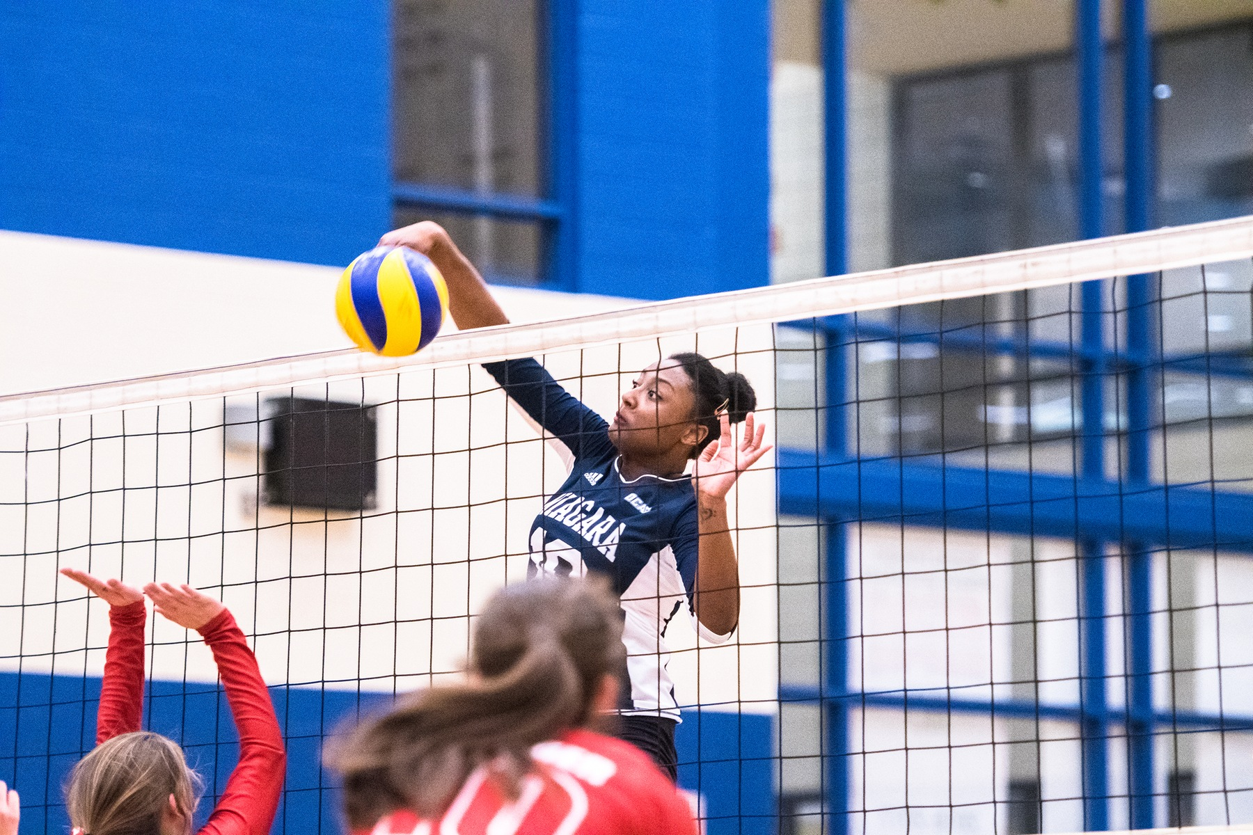 RECAP: Women's volleyball defeat Royals on Grad Night