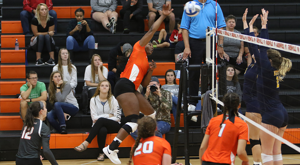 Women's volleyball falls in tight match against Baldwin Wallace