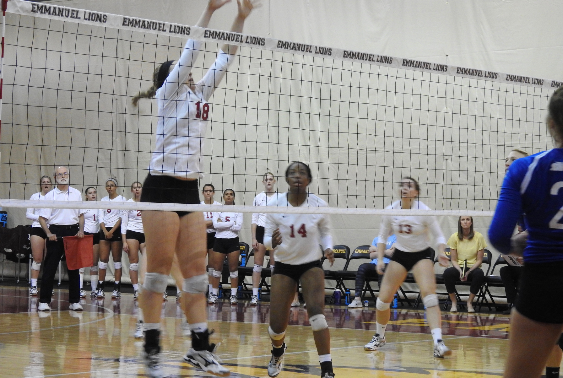 Women's Volleyball Makes Quick Work of Erskine