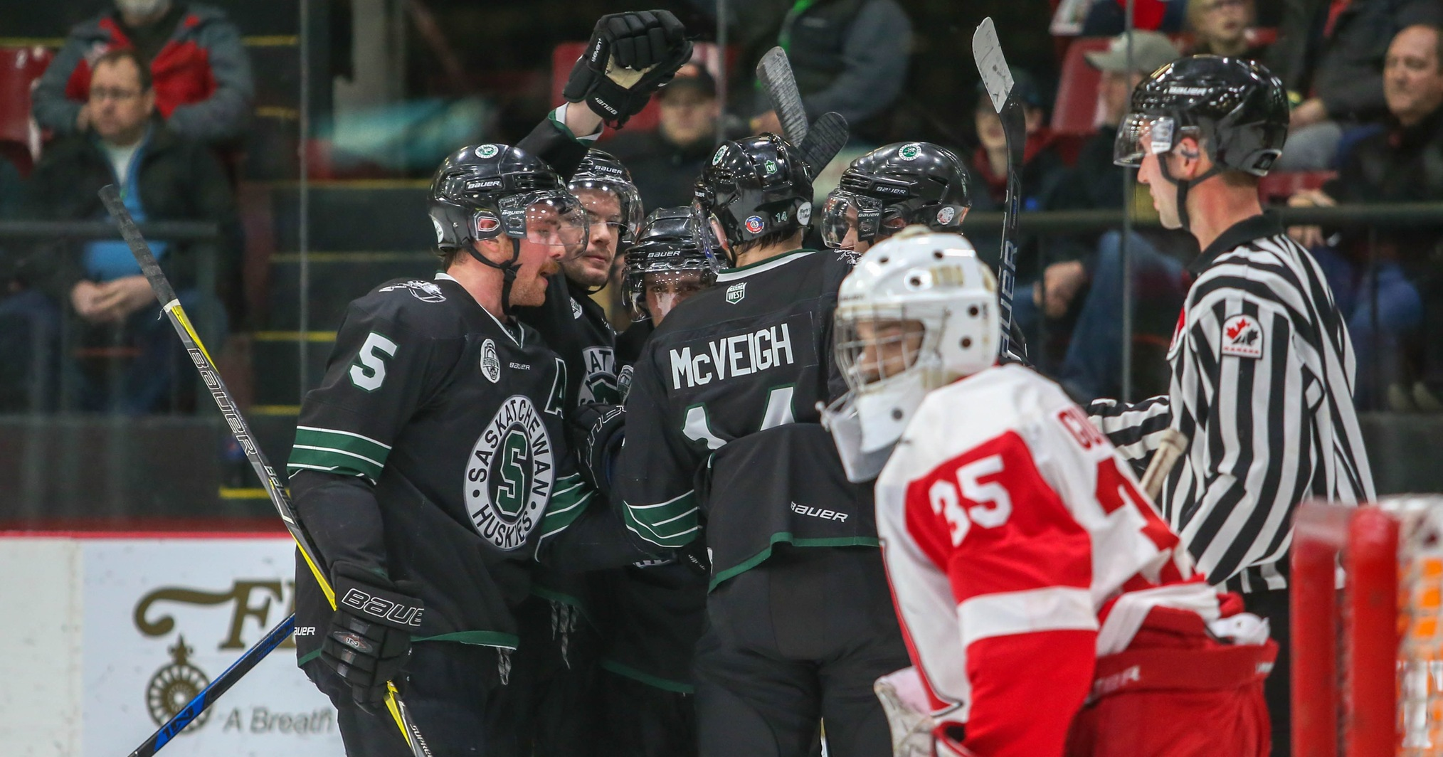 Men's hockey advances to University Cup semifinal