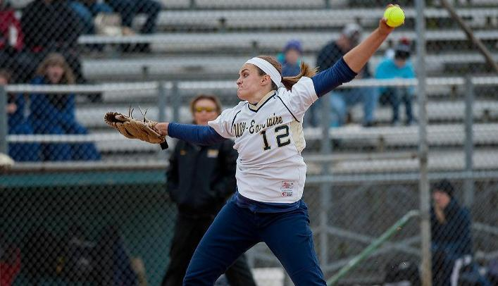 Softball Wins Two on First Day of Spring Break in Tucson