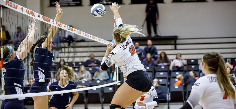 LMU sweeps Pioneers in SAC volleyball