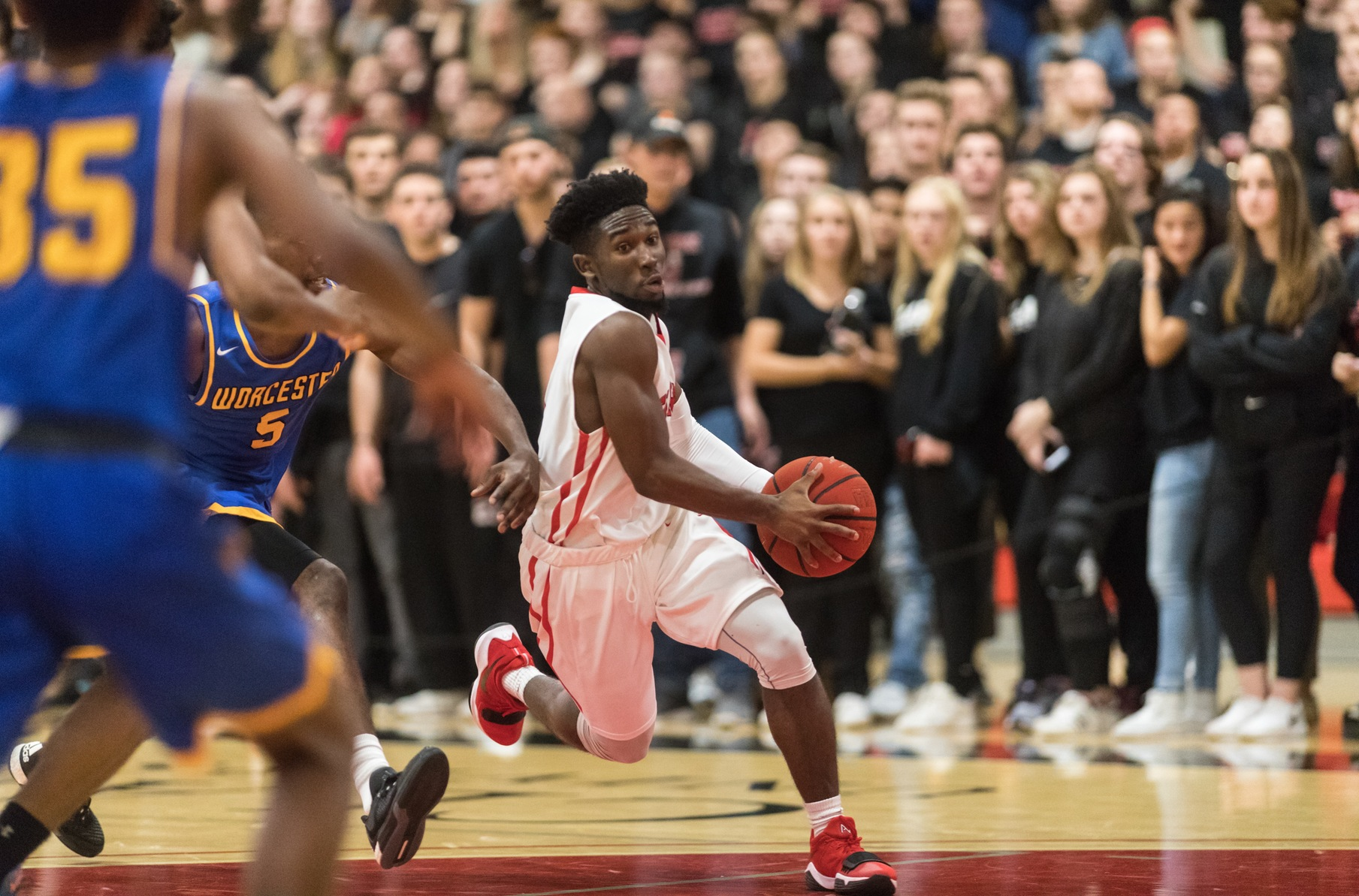 Cougars Defeat Worcester State in Midnight Mayhem Battle, 92-89