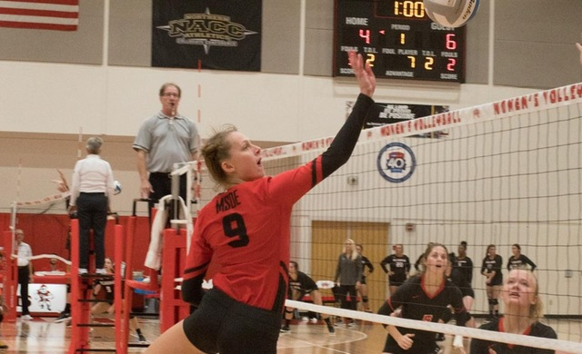 Women's Volleyball Falls Twice at WLC Tourney
