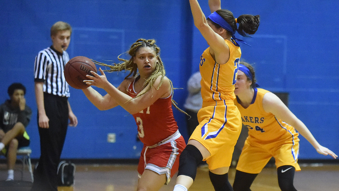 Women's basketball team loses to Hartwick, 74-52