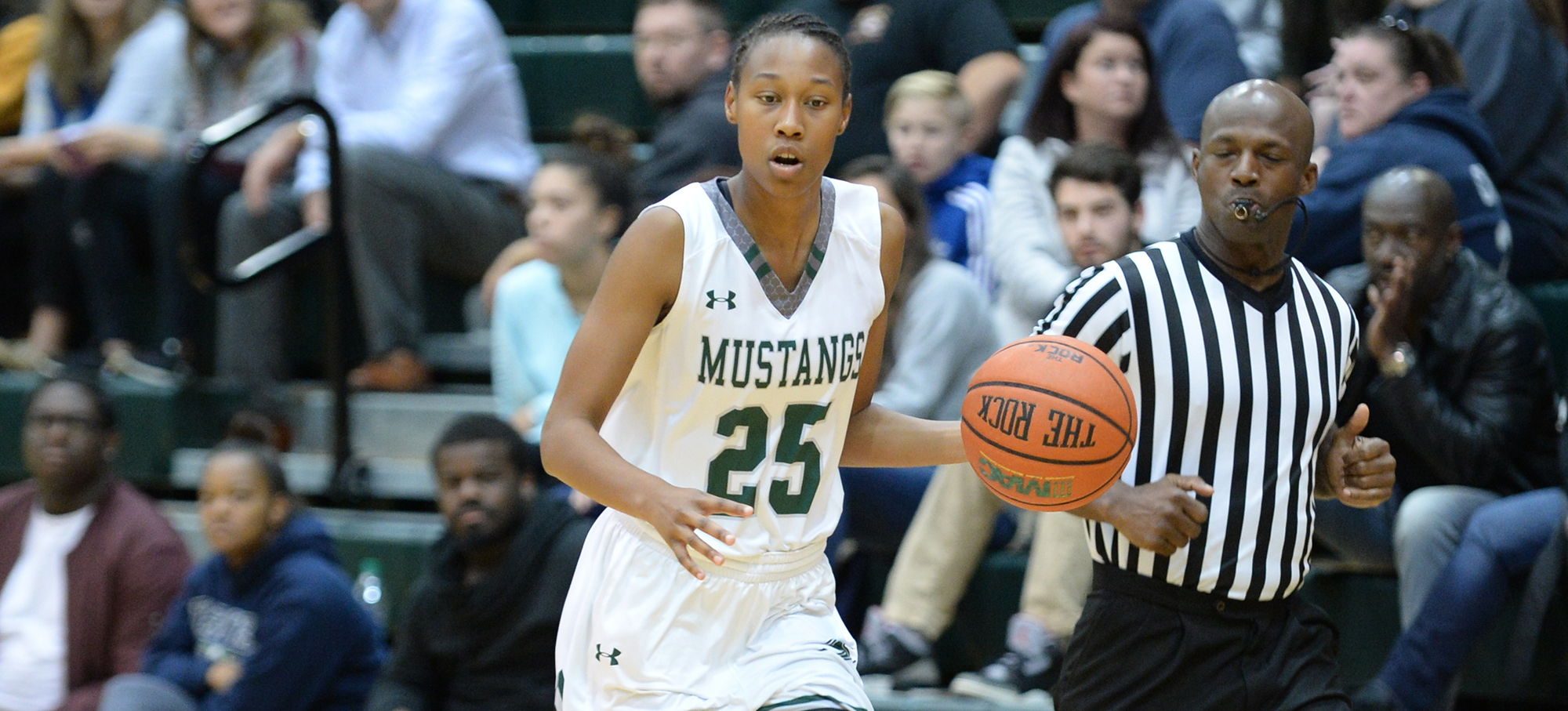 Women's Basketball Rebounds With 72-61 Win Over Stevens