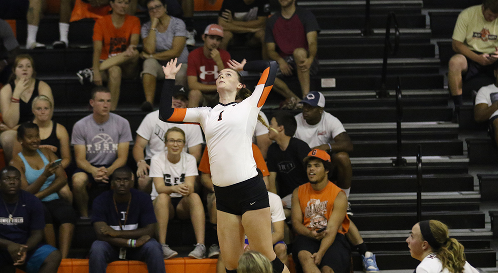 Women's volleyball rolls to three set win over Stephens