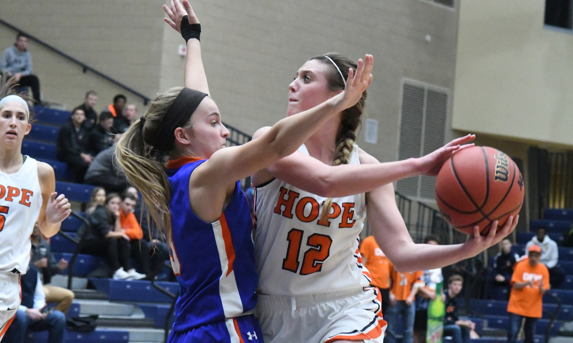 Hope's Kasey DeSmit looks to make a pass
