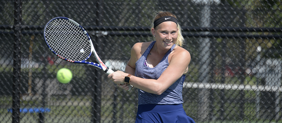 RECAP | Women's Tennis Rolls Past Manchester on Sunday
