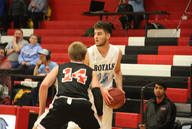 Second Half Struggles Sink Royals Men & Women in Montana