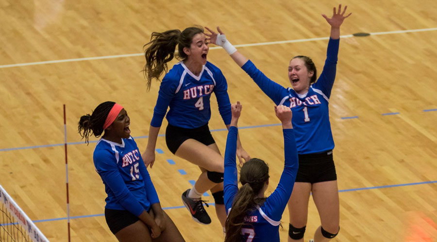 Blue Dragon Volleyball defeats Monroe College and Tyler Junior College on Day 1 of the TJC Classic in Tyler, Texas. (Allie Schweizer/Blue Dragon Sports Information).