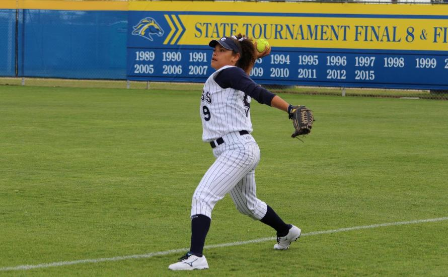 Chargers Sweep Owls in Saturday Double-Header