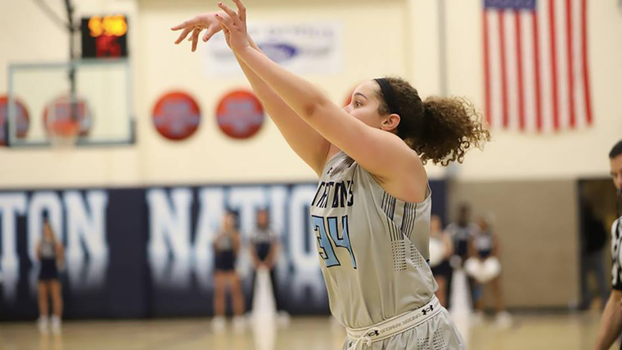 Tritons take down Lakers