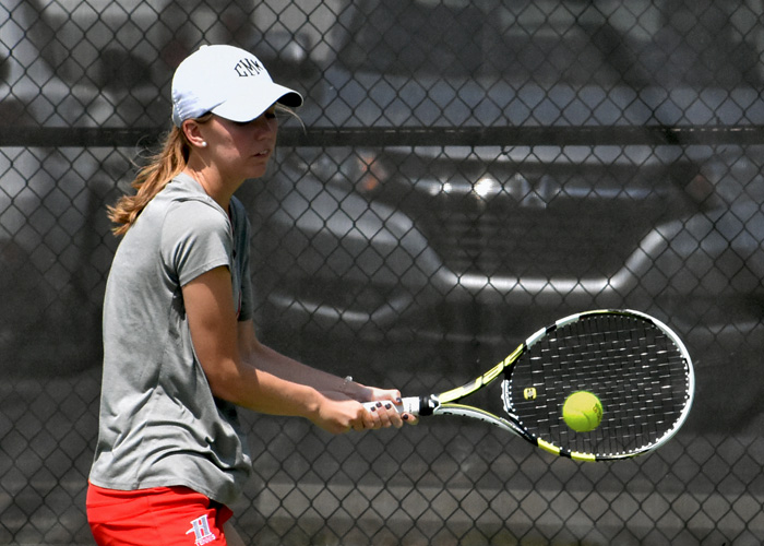 Women's tennis downs Maryville and Rust