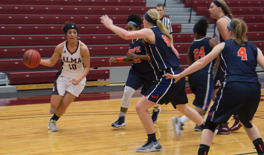 Thelen Scores Game-High 15 Points, Scots Fall to No. 7 Hope 66-52