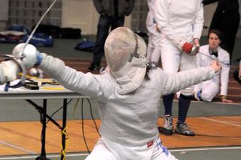 Women's fencing downs Wellesley, 18-9, to improve to 13-5
