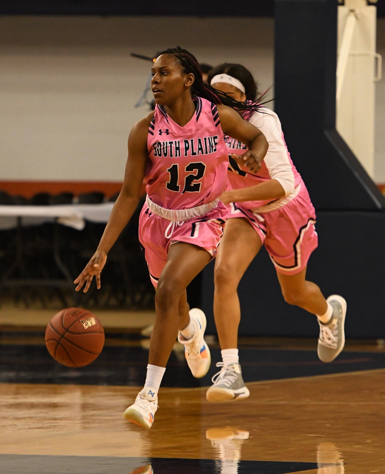 Hunter's double-double leads top-ranked Lady Texans past Western Texas 75-52 Monday