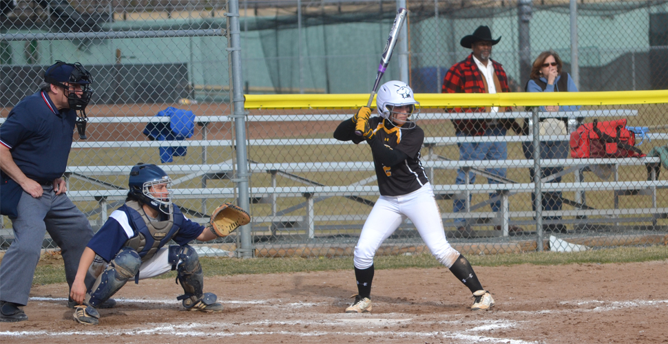Softball Drops Series Opener Against Binghamton, 6-2