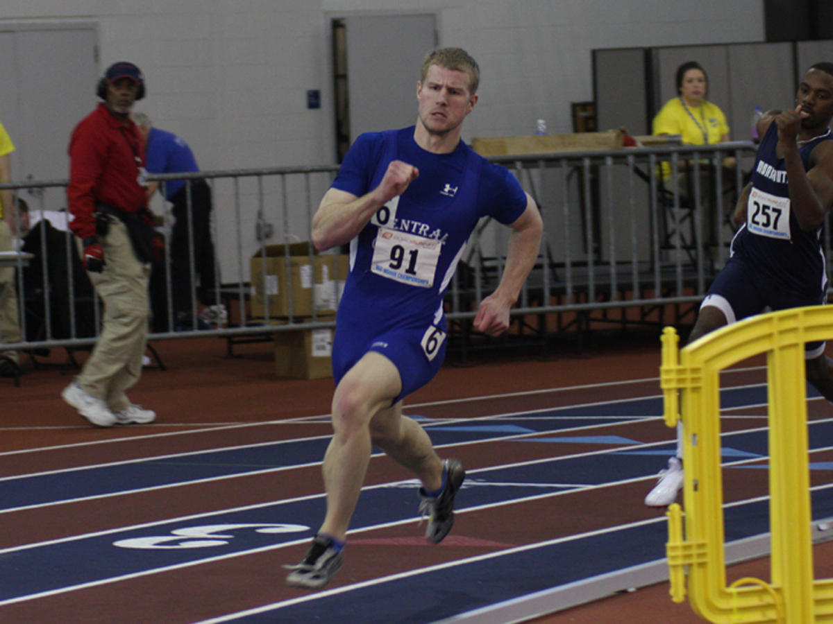 Men's Track Competes at UMass, Smith Wins 200 Meters