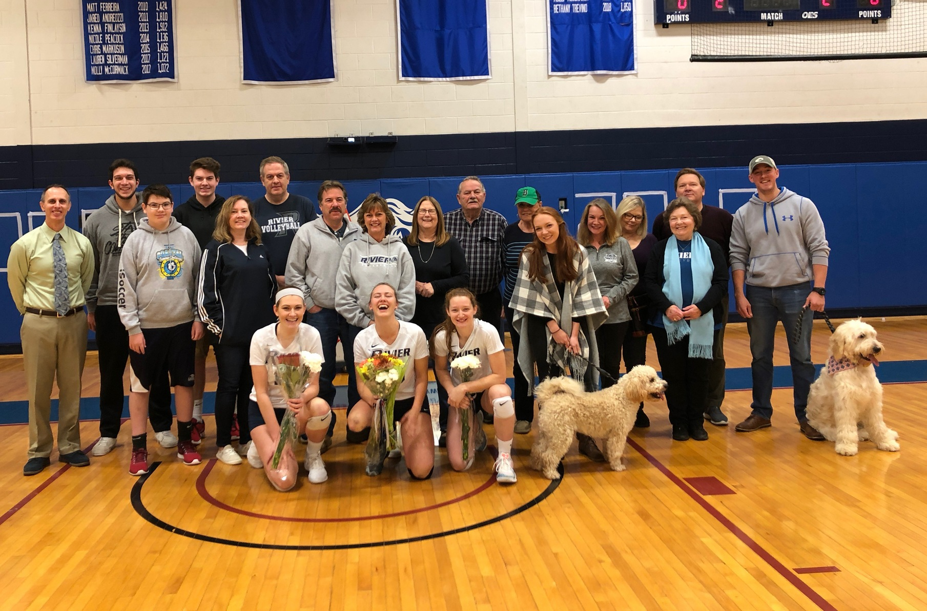 Women's Volleyball: Raiders sendoff seniors with sweep of Simmons