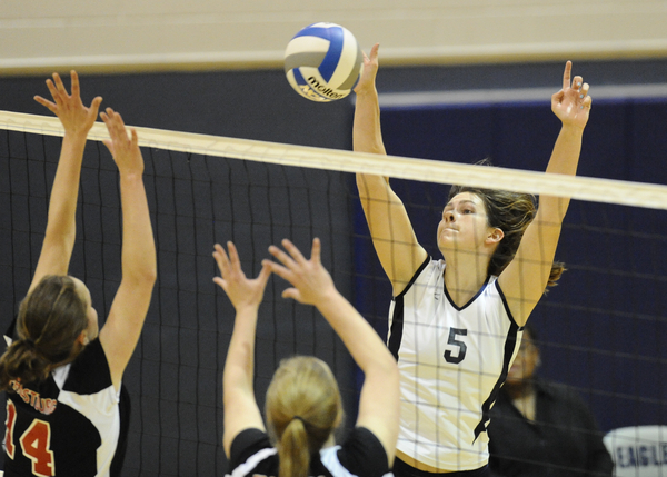 UMW Volleyball Sweeps Match from Gallaudet