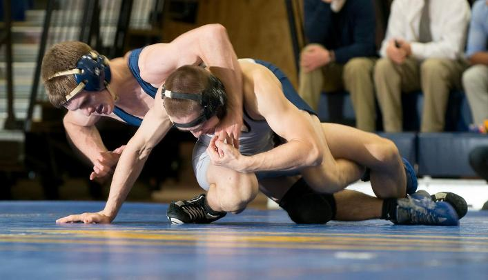 Four Blugold Wrestlers Pick up Wins at Platteville