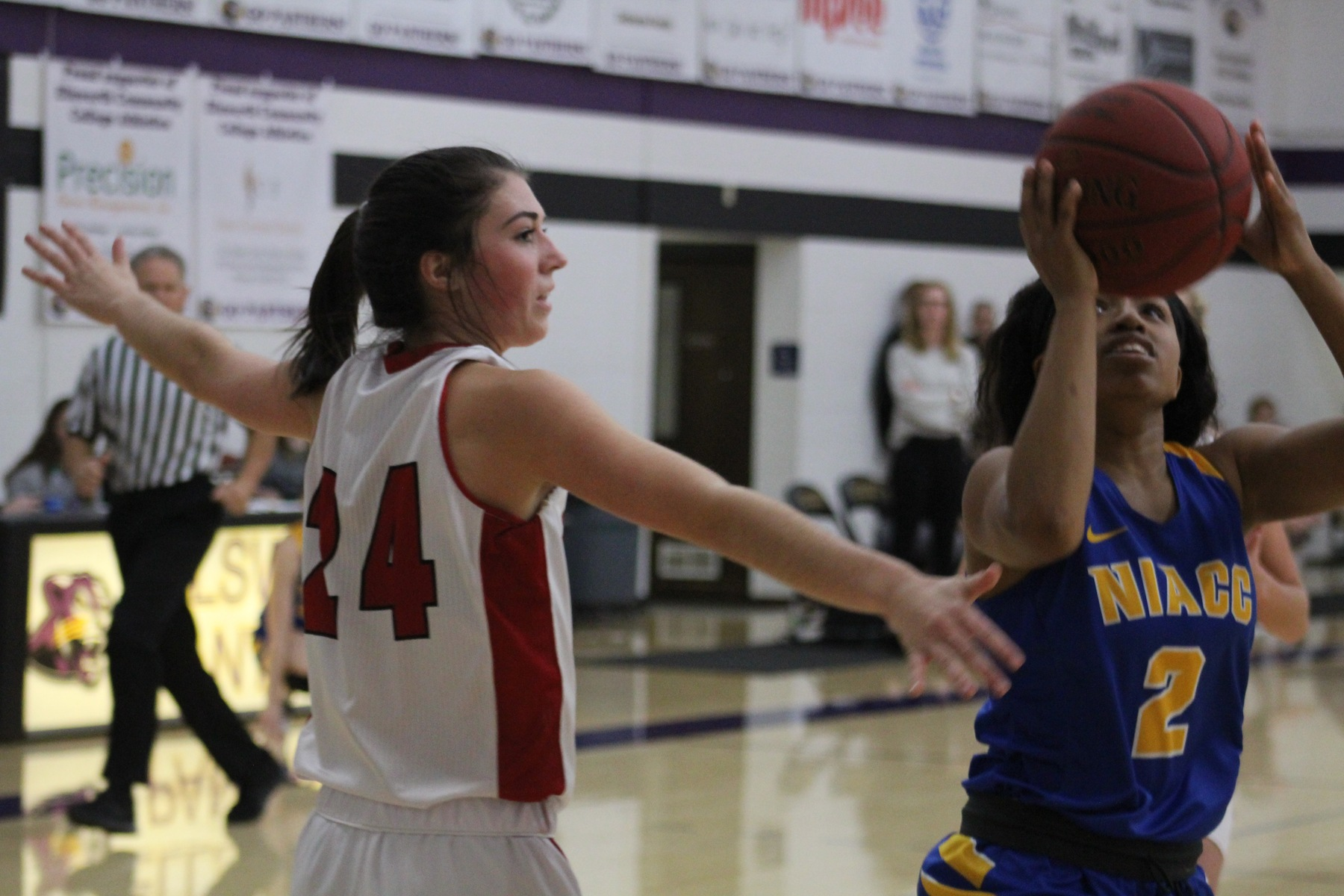 NIACC's Sierra Lynch scores two of her 22 points in Friday's win over the Grand View Junior Varsity.