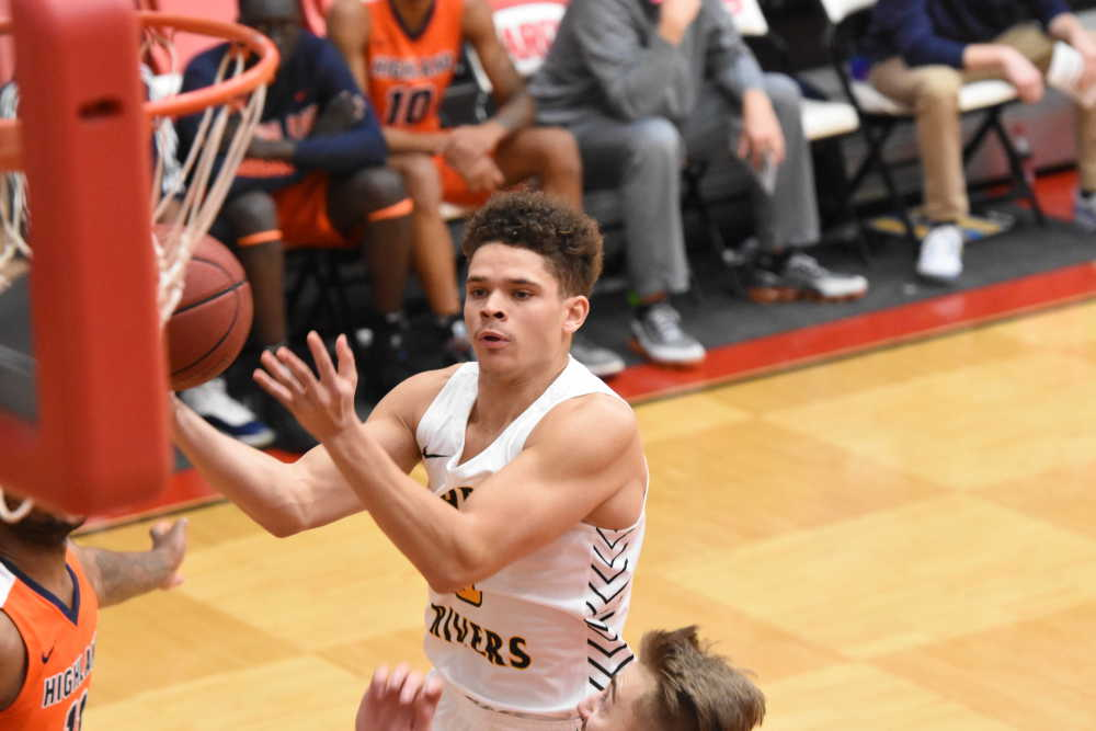 Raines prevents pair of late shots in win over SWIC