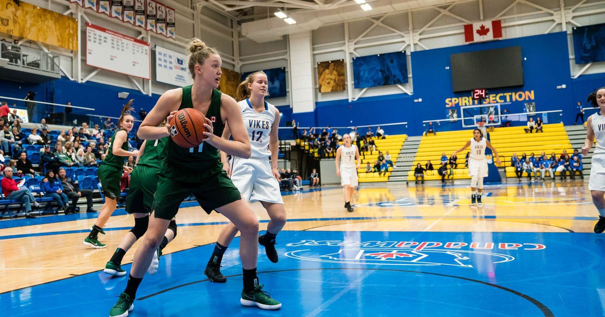 Women's basketball remains perfect after road win
