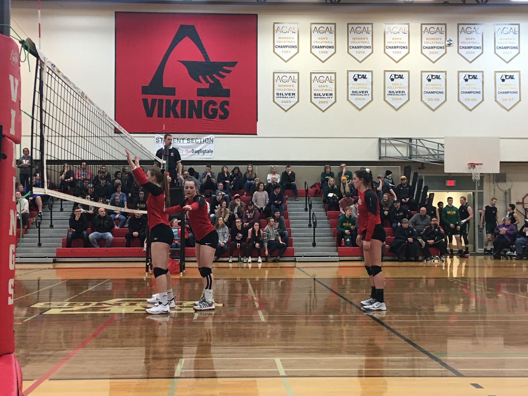 Lakeland defeats Vikings in five sets