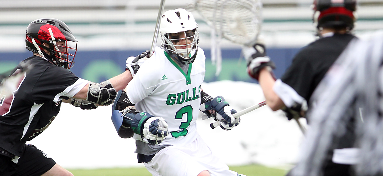 #11 Endicott Erupts in Second Half to Beat UNE in CCC Opener