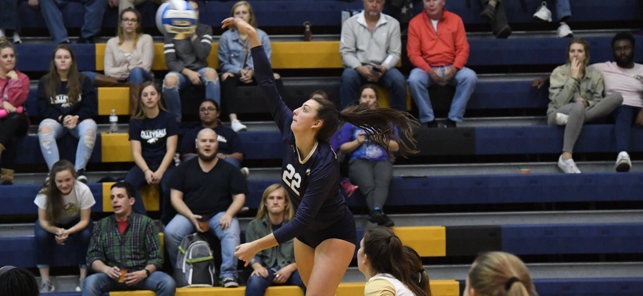Women's Volleyball Sweeps Scranton to Finish Conference Play Unbeaten
