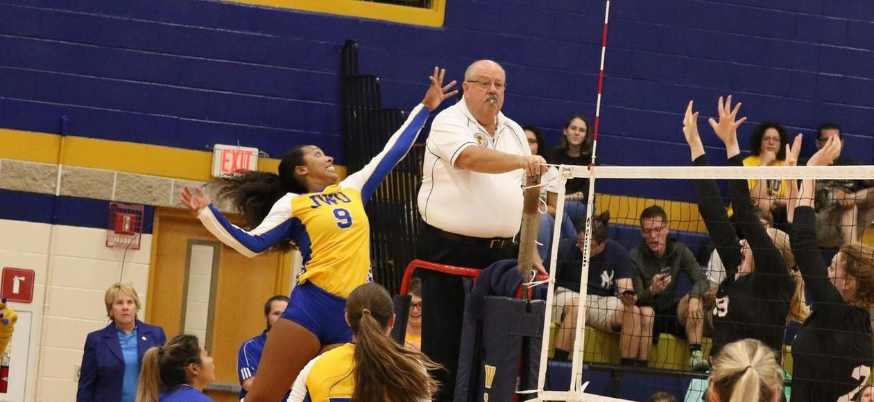 No. 5 Women's Volleyball Opens GNAC Action Sweeping Anna Maria, Emmanuel