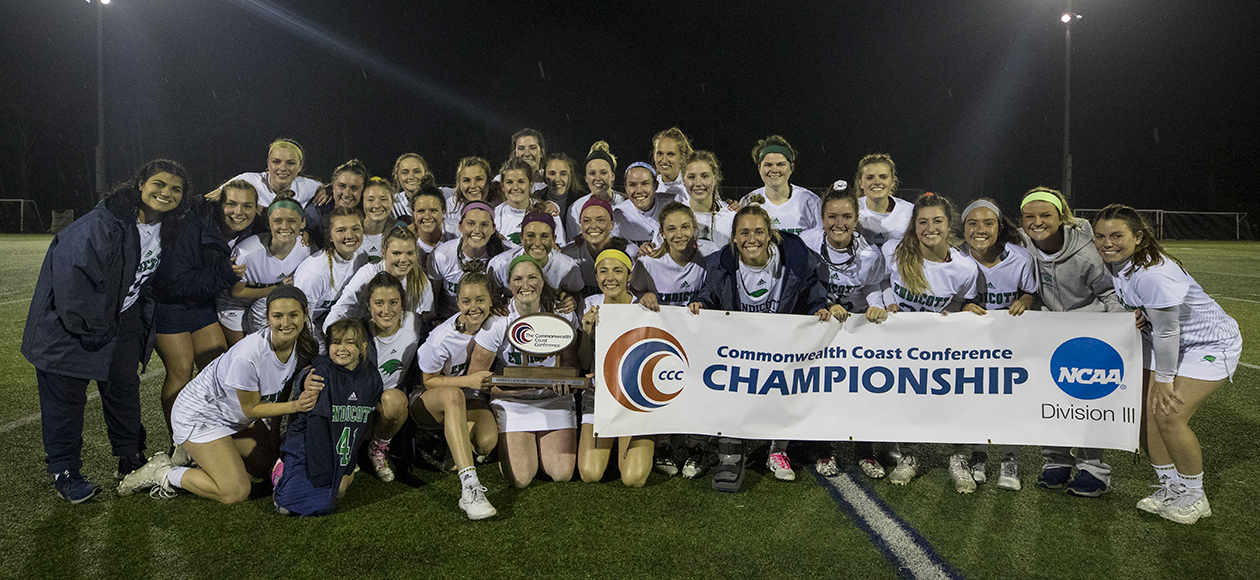The 2019 Endicott women's lacrosse team with the CCC Championship trophy and banner.