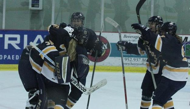 Women's Hockey downs No. 6 Tommies, improves to 3-0