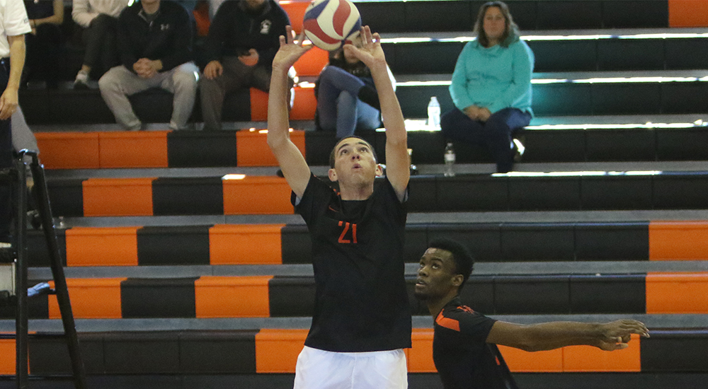 Men's volleyball topped in pair by Marian