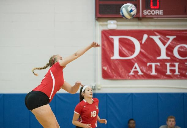 Women's Volleyball Falls Against Host Pioneers