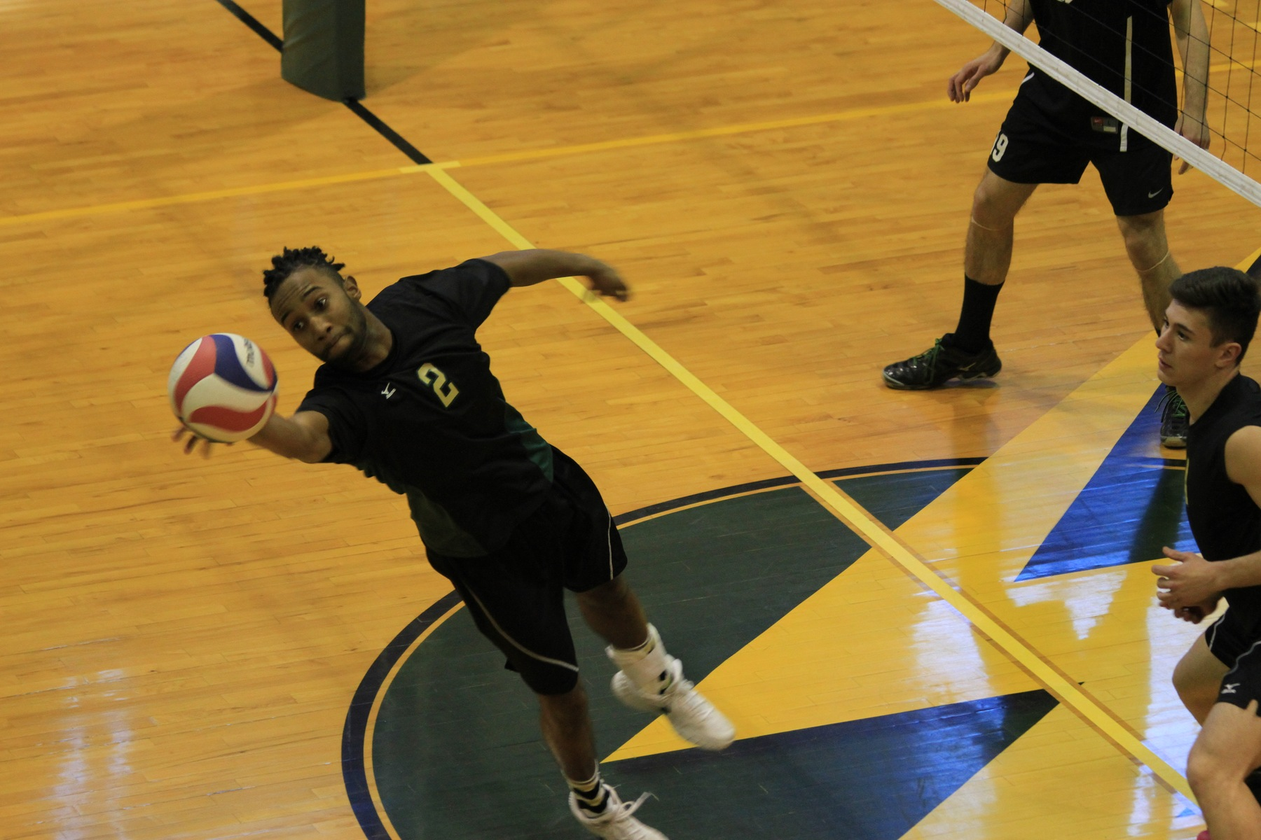 Men's Volleyball Sweeps Emmanuel On The Road