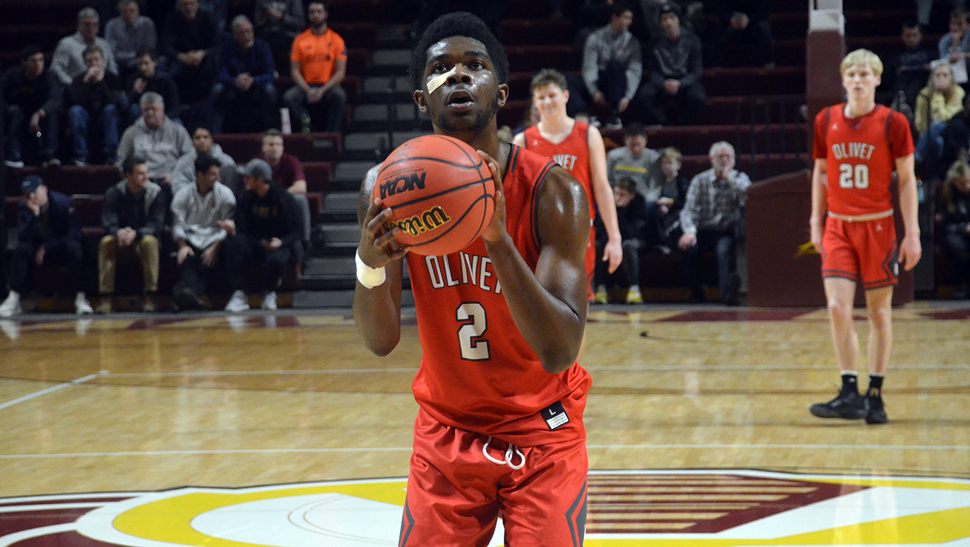 Men's basketball team drops 97-70 game at Calvin
