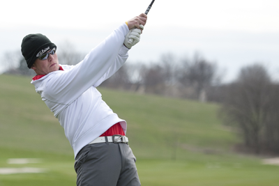 Desai, Juilfs put Simpson in third after IIAC second round