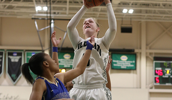 Jennifer Carr Ties Single Game Rebounding Mark as Wilmington Women's Basketball Snaps Four Game Skid