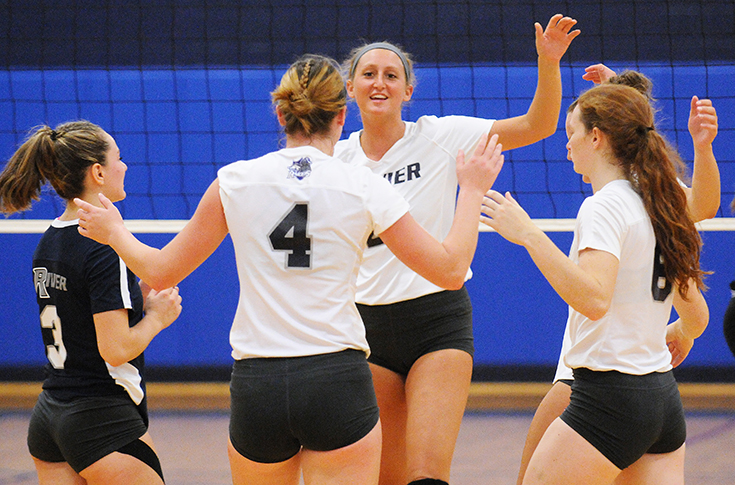 Women's Volleyball: Team effort propels Raiders past Anna Maria