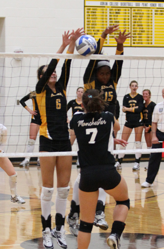 Volleyball Drops Two in Tri-Match