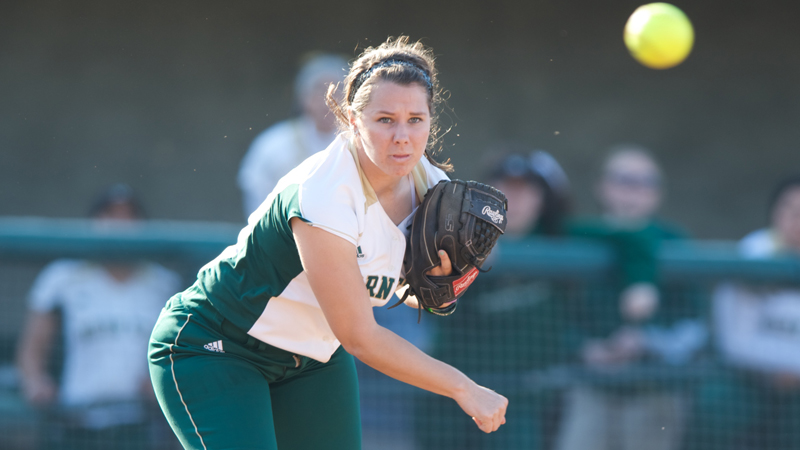 SOFTBALL EARNS DOUBLEHEADER SPLIT WITH UC DAVIS