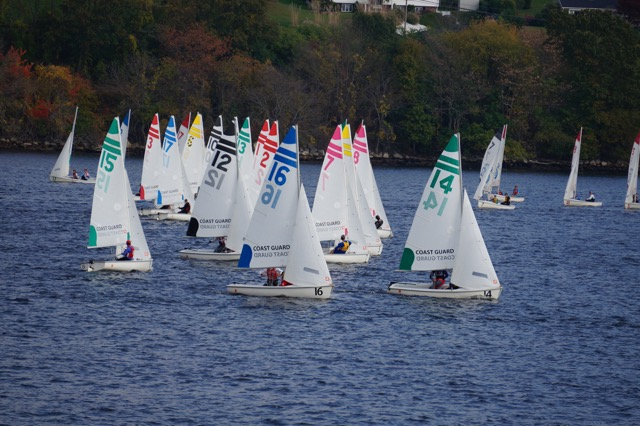 Dinghy Sailing Closes Out Fall Slate With 17th Place Finish At New England Championships