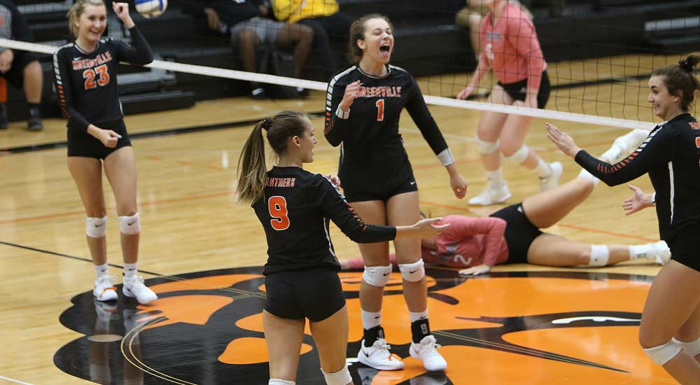 Women's volleyball drops five-set match at Westminster