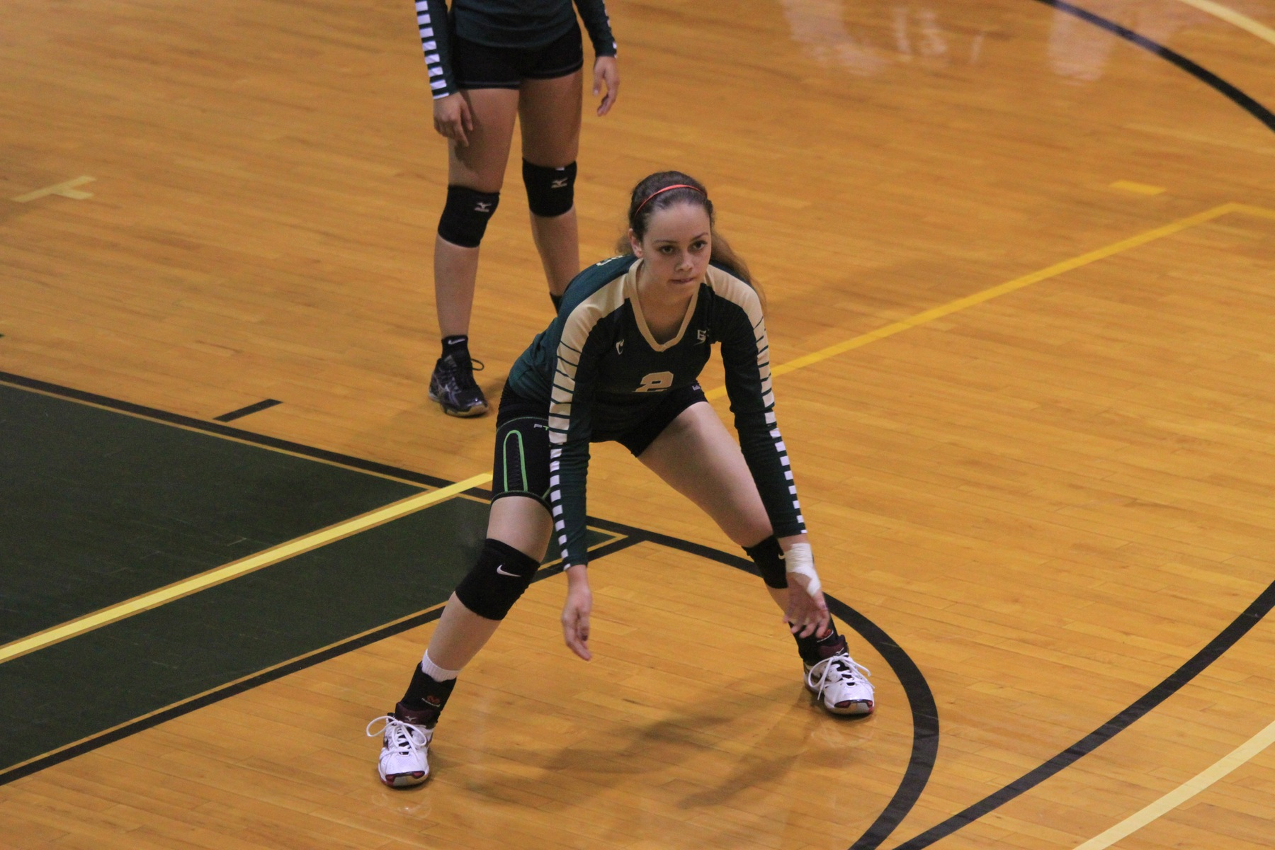 Women's Volleyball Sweeps Past Lancers