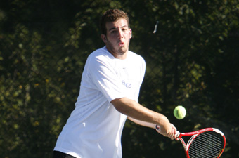 Men's tennis defeats Hanover College, 8-1
