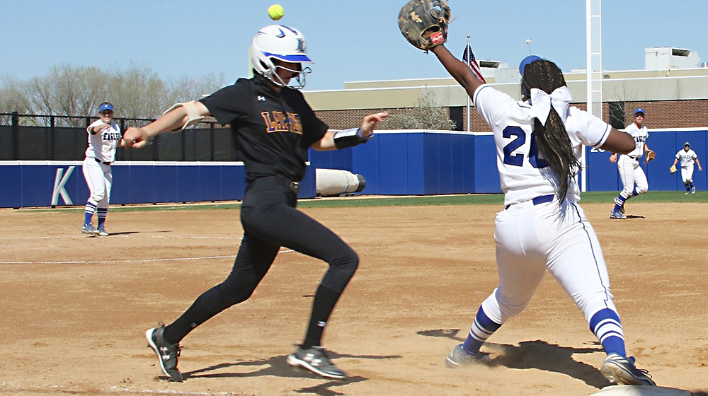 Softball Duo Earns Conference Awards